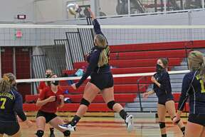 The North Huron volleyball team traveled to Owendale-Gagetown on Thursday where the Warriors swept the host Bulldogs.