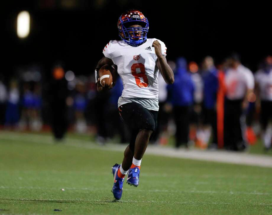 Grand Oaks running back Micah Cooper is closing in on 400 yards rushing through only two games this season, helping the Grizzlies to a 2-0 mark after having touchdown runs of 79 (above) and 64 against Klein Forest. Photo: Jason Fochtman, Houston Chronicle / Staff Photographer / 2020 © Houston Chronicle