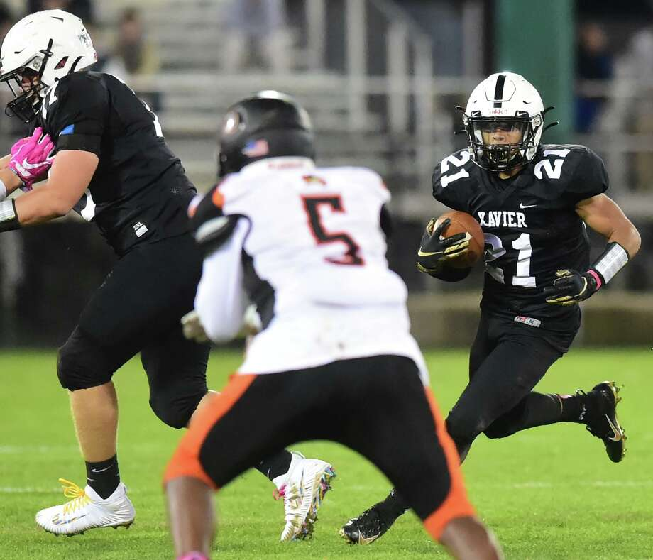 Middletown, Connecticut - Friday, October 25, 2019: Xavier H.S. vs. Shelton H.S. during first half football Friday night at Palmer Stadium in Middletown. Final Score: Shelton H.S. defeated Xavier H.S. 28-21. Photo: Peter Hvizdak / Hearst Connecticut Media / New Haven Register