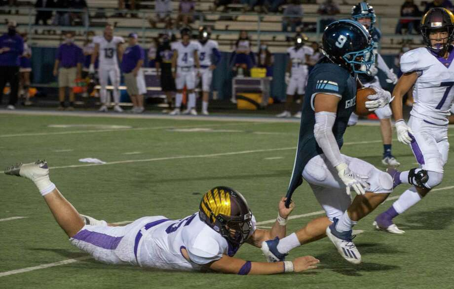 Greenwood's Michael Guiterrez is dragged down by his shirt tail by Pecos' Armando Ortega 10/02/2020 at J.M. King Memorial Stadium. Tim Fischer/Reporter-Telegram Photo: Tim Fischer, Midland Reporter-Telegram