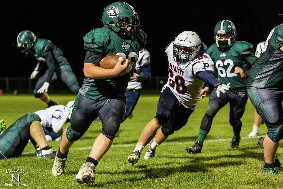 The host Lakers downed rival USA 28-22 on Friday to improve to 3-0 on the season. Photo: Quad N Productions/For The Tribune  / Quad N Productions