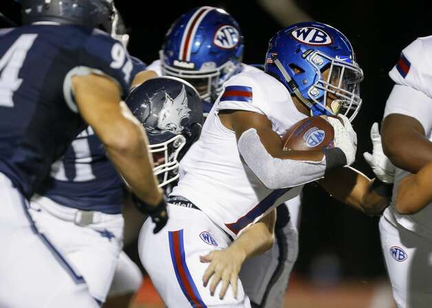 West Brook running back Jamichael Foxall (7) runs the ball against Tomball Memorial during the first half of the game at Tomball ISD Stadium Friday, Oct. 2, 2020, in Tomball, Texas. Photo: Godofredo A Vásquez/Staff Photographer / © 2020 Houston Chronicle