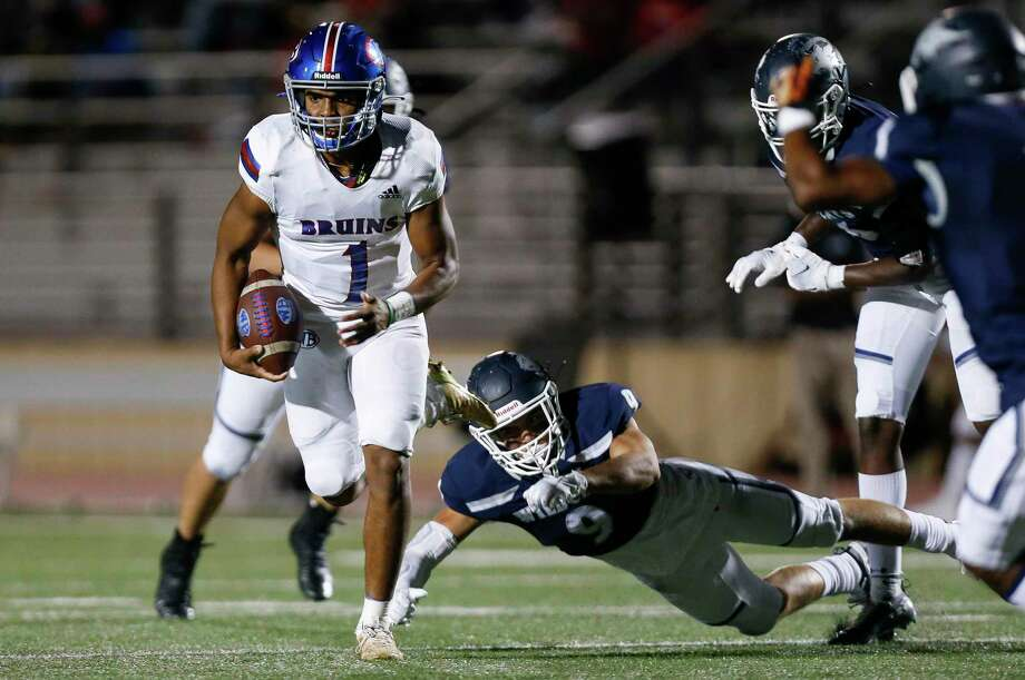 West Brook quarterback Bryce Anderson (1) runs the ball against Tomball Memorial during the first half of the game at Tomball ISD Stadium Friday, Oct. 2, 2020, in Tomball, Texas. Photo: Godofredo A. Vásquez, Houston Chronicle / Staff Photographer / © 2020 Houston Chronicle