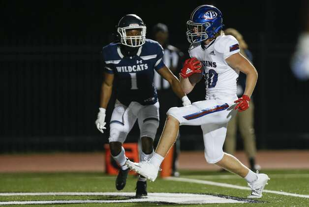 West Brook wide receiver Rylan Henson (20) scores a receiving touchdown against Tomball Memorial during the second half of the game at Tomball ISD Stadium Friday, Oct. 2, 2020, in Tomball, Texas. Photo: Godofredo A Vásquez/Staff Photographer / © 2020 Houston Chronicle