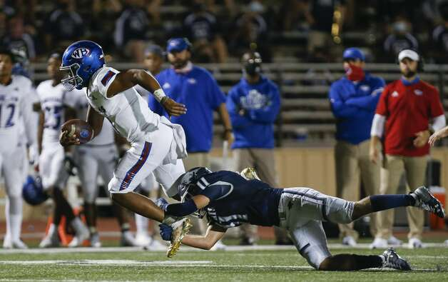 West Brook quarterback Bryce Anderson (1) runs the ball against Tomball Memorial during the second half of the game at Tomball ISD Stadium Friday, Oct. 2, 2020, in Tomball, Texas. Photo: Godofredo A Vásquez/Staff Photographer / © 2020 Houston Chronicle