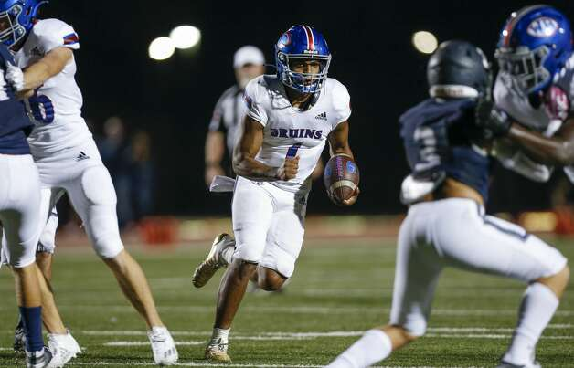 West Brook quarterback Bryce Anderson (1) scores a rushing touchdown against Tomball Memorial during the second half of the game at Tomball ISD Stadium Friday, Oct. 2, 2020, in Tomball, Texas. Photo: Godofredo A Vásquez/Staff Photographer / © 2020 Houston Chronicle