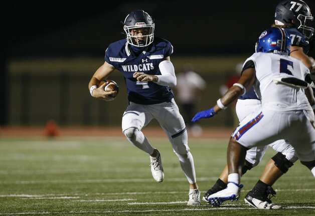 Tomball Memorial quarterback Colton Marwill (4) runs the ball against West Brook during the second half of the game at Tomball ISD Stadium Friday, Oct. 2, 2020, in Tomball, Texas. Photo: Godofredo A Vásquez/Staff Photographer / © 2020 Houston Chronicle
