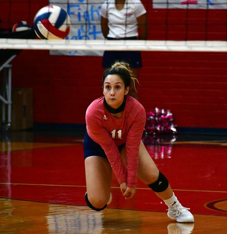 Plainview's Emily Sigala charges forward on a serve receive during a District 3-5A high school volleyball game against Amarillo Caprock on Saturday, Oct. 3, 2020 in the Dog House at Plainview High School. Photo: Nathan Giese/Planview Herald