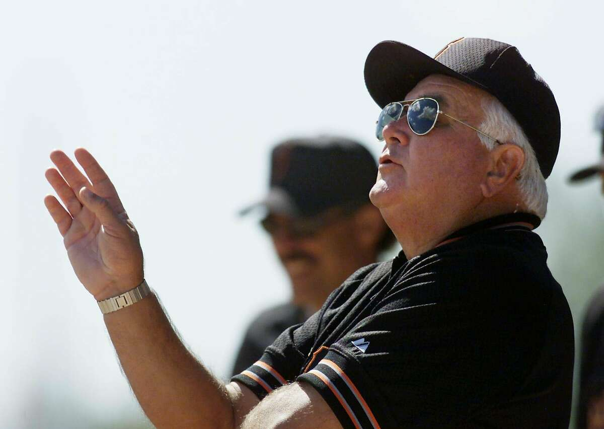 GIANTS PERRANOSKI-C-28FEB00-SP-KL ---Ron Perranoski a pitching coach with the San Francisco Giants' gives directions in the bull pen at a Giants Spring Training practice at Indian School Park facility in Scottsdale, Az. on Monday Feb. 28, 2000. (KENDRA LUCK/SAN FRANCISCO CHRONICLE)