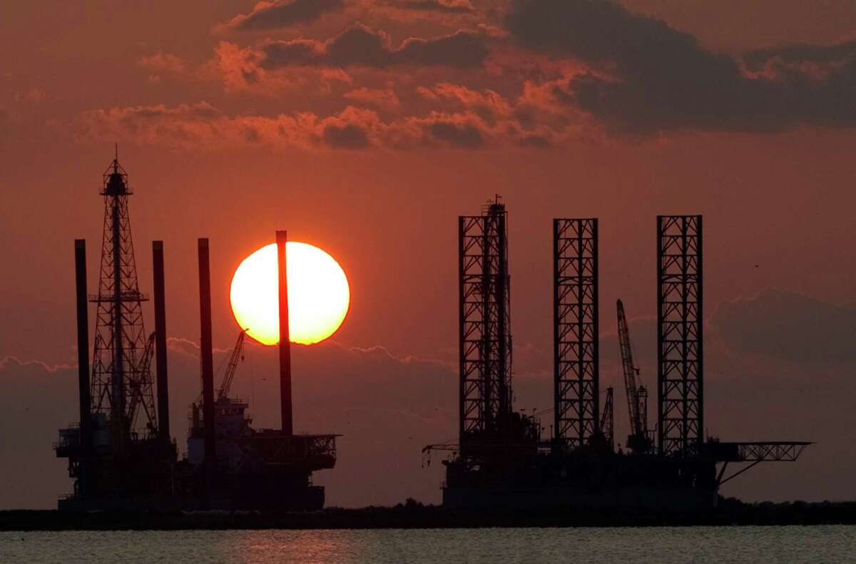 Offshore oil and gas provides economic, energy and strategic advantages that should be embraced by Republicans and Democrats alike, the authors argue.