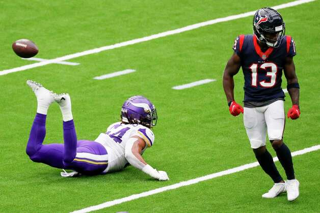 Minnesota Vikings middle linebacker Eric Kendricks (54) breaks up a pass intended for Houston Texans wide receiver Brandin Cooks (13) during the first half of an NFL football game at NRG Stadium on Sunday, Oct. 4, 2020, in Houston. Photo: Brett Coomer, Staff Photographer / © 2020 Houston Chronicle