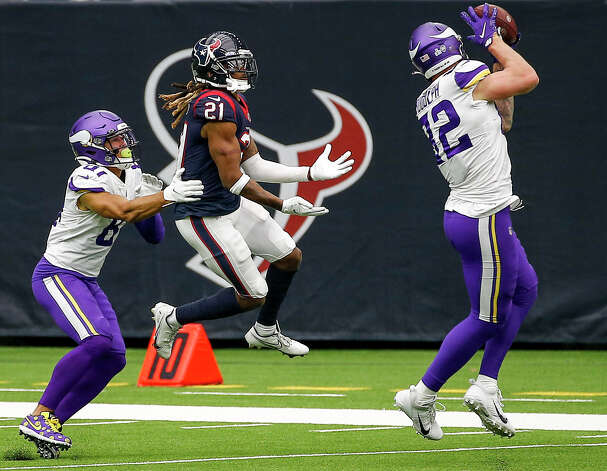 Minnesota Vikings tight end Kyle Rudolph (82) catches a pass as Houston Texans cornerback Bradley Roby (21) tries to get an interception during the third quarter of an NFL game on Sunday, Oct. 4 2020, at NRG Stadium in Houston. Photo: Jon Shapley/Staff Photographer / © 2020 Houston Chronicle