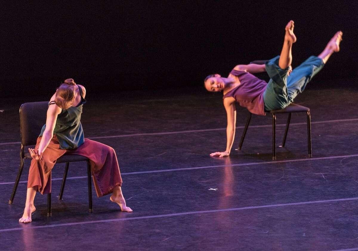 """Rehearsals for Ellen Sinopoli's new work """"Slipping Through."""" (credit: Pierre Words)"""