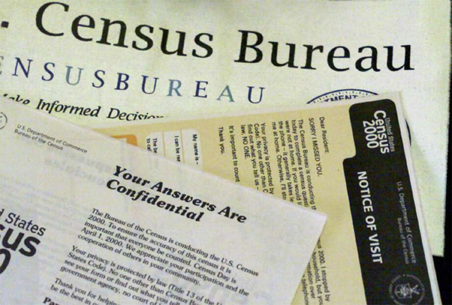 Shown is the paperwork used by census takers in 2000. Photo: Boris Yaro / Los Angeles Times / Los Angeles Times