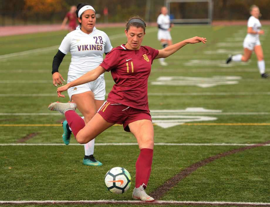 St. Joseph's Maddie Fried was named an All-American. Photo: Arnold Gold / Hearst Connecticut Media / Trumbull Times