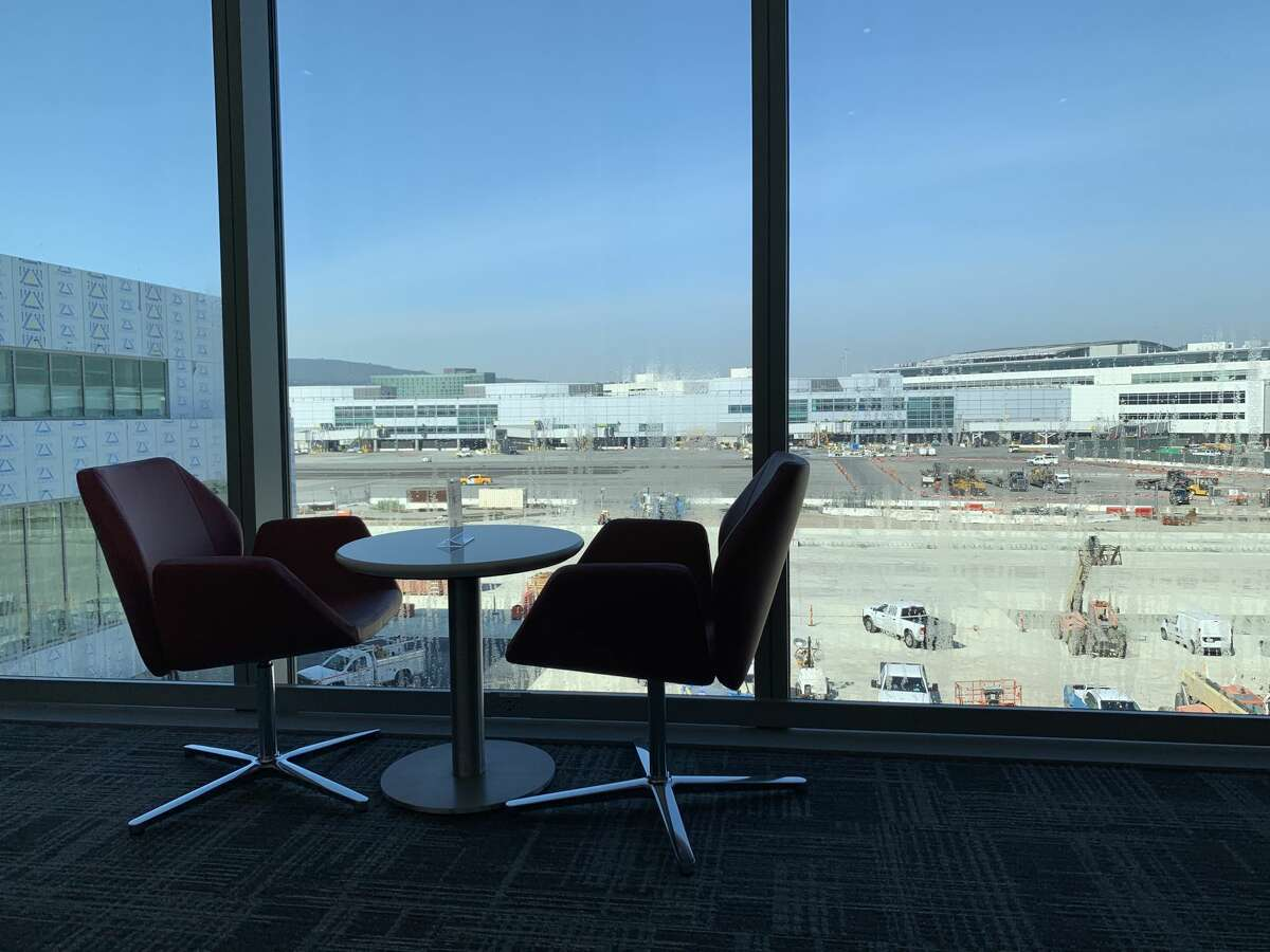 The new Admirals Club offers sweeping views of the SFO airfield and the ongoing construction for the final phase of the Concourse B project.