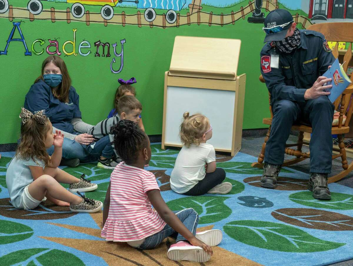 Midland Fire Department Asst. Chief Michael Tully reads Pete the Cat, Firefighter Pete, by James Dean 10/06/2020 morning to three-year-olds at Midland College Pre-K Academy. Tim Fischer/Reporter-Telegram