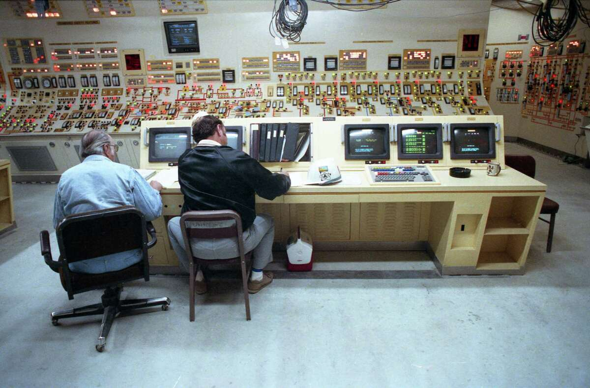 03/22/1988 - South Texas Nuclear Project reactor unit 2 control room at Bay City.
