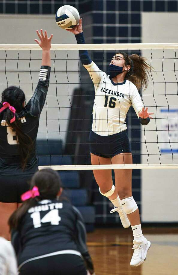 Asher Vallone closed out her career at Alexander with 118 kills and 121 digs in 13 games as the Lady Bulldogs finished as the runner-up in District 30-6A to earn a 24th straight playoff appearance. Photo: Danny Zaragoza / Laredo Morning Times