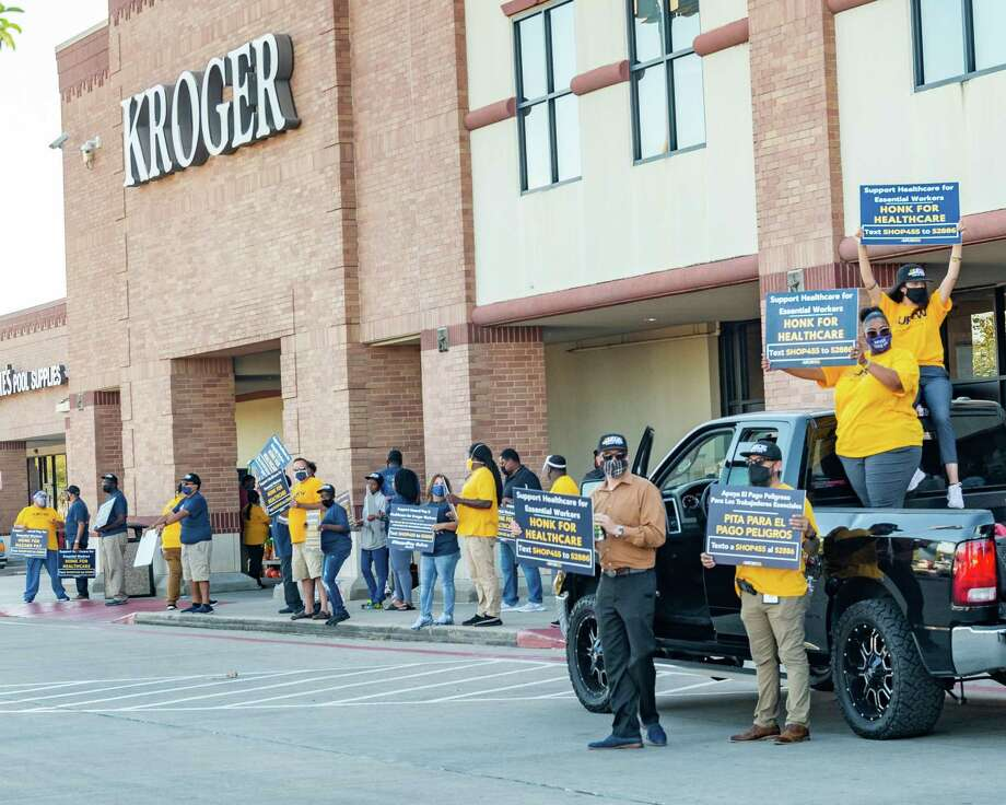 Kroger employees picketed outside the Dowlen Road store on Tuesday afternoon as the company is shrinking their hazard pay and medical benefits during the pandemic. Photo made on October 06, 2020. Fran Ruchalski/The Enterprise Photo: Fran Ruchalski, The Enterprise / The Enterprise / © 2020 The Beaumont Enterprise