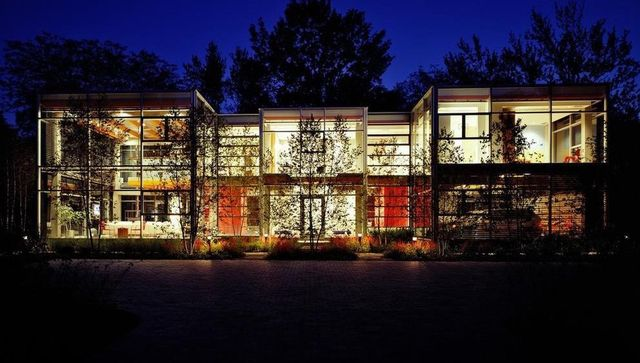 .5M Glass Home in Illinois Blurs the Strains Concerning Indoor and Outdoor Areas