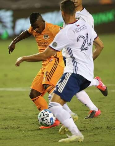 Houston Dynamo forward Darwin Quintero (23) strikes and scores a goal during the first half of a MLS match against the FC Dallas Wednesday, Oct. 7, 2020, at BBVA Stadium in Houston. Photo: Yi-Chin Lee, Staff Photographer / © 2020 Houston Chronicle