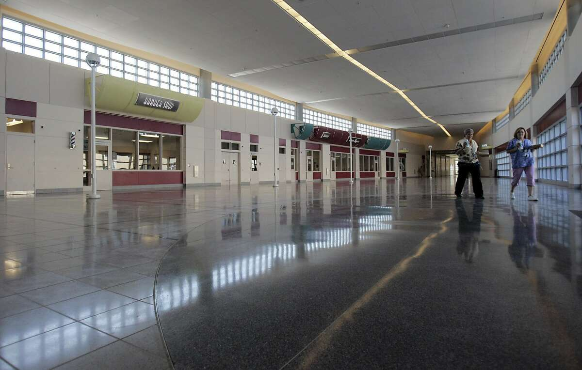The Coalinga State Hospital in Coalinga, CA features a large mall area where amenities, such as a barber shop, are available. The hospital is the first California state mental hospital to be built in over half a century. Ran on: 09-18-2006 Prison guards keep watch at the state-of-the-art Coalinga State Hospital, which currently has about 400 patients. Ran on: 09-18-2006 Prison guards keep watch at the state-of-the-art Coalinga State Hospital, which currently has about 400 patients.