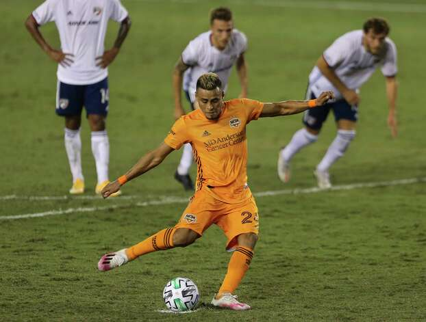 Houston Dynamo midfielder Darwin Ceren (24) performs a penalty kick and scores during the second half of a MLS match against the FC Dallas Wednesday, Oct. 7, 2020, at BBVA Stadium in Houston. Houston Dynamo defeated FC Dallas 2-0. Photo: Yi-Chin Lee, Staff Photographer / © 2020 Houston Chronicle