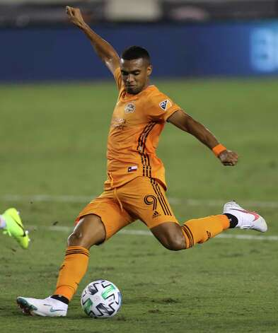 Houston Dynamo forward Mauro Manotas (9) strikes a shot during the first half of a MLS match against the FC Dallas Wednesday, Oct. 7, 2020, at BBVA Stadium in Houston. Photo: Yi-Chin Lee, Staff Photographer / © 2020 Houston Chronicle
