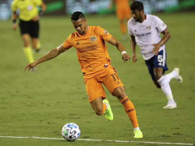 Houston Dynamo forward Ariel Lassiter (11) dribbles during the first half of a MLS match against the FC Dallas Wednesday, Oct. 7, 2020, at BBVA Stadium in Houston. Photo: Yi-Chin Lee, Staff Photographer / © 2020 Houston Chronicle