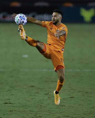 Houston Dynamo midfielder Niko Hansen (12) leaps to stop a pass during the second half of a MLS match against the FC Dallas Wednesday, Oct. 7, 2020, at BBVA Stadium in Houston. Houston Dynamo defeated FC Dallas 2-0. Photo: Yi-Chin Lee, Staff Photographer / © 2020 Houston Chronicle