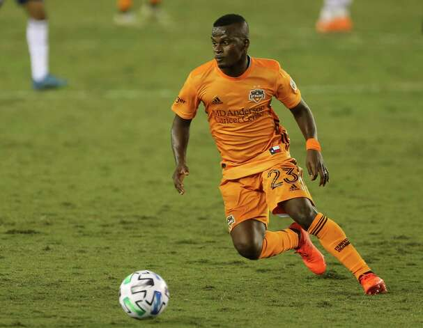 Houston Dynamo forward Darwin Quintero (23) dribbles during the second half of a MLS match against the FC Dallas Wednesday, Oct. 7, 2020, at BBVA Stadium in Houston. Houston Dynamo defeated FC Dallas 2-0. Photo: Yi-Chin Lee, Staff Photographer / © 2020 Houston Chronicle