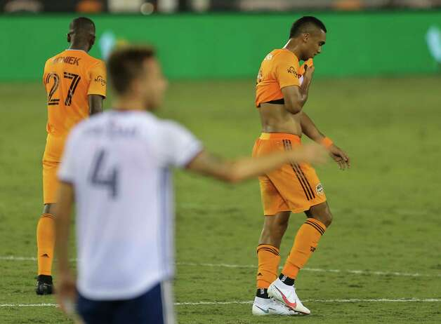 Houston Dynamo forward Mauro Manotas (9) leaves the field after referee Ismail Elfath issuing him a red card during the first half of a MLS match against the FC Dallas Wednesday, Oct. 7, 2020, at BBVA Stadium in Houston. Photo: Yi-Chin Lee, Staff Photographer / © 2020 Houston Chronicle