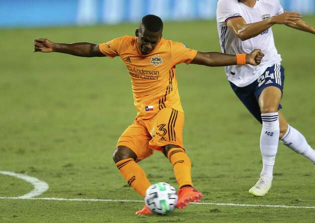 Houston Dynamo forward Darwin Quintero (23) takes a shot at the goal during the first half of a MLS match against the FC Dallas Wednesday, Oct. 7, 2020, at BBVA Stadium in Houston. Photo: Yi-Chin Lee, Staff Photographer / © 2020 Houston Chronicle