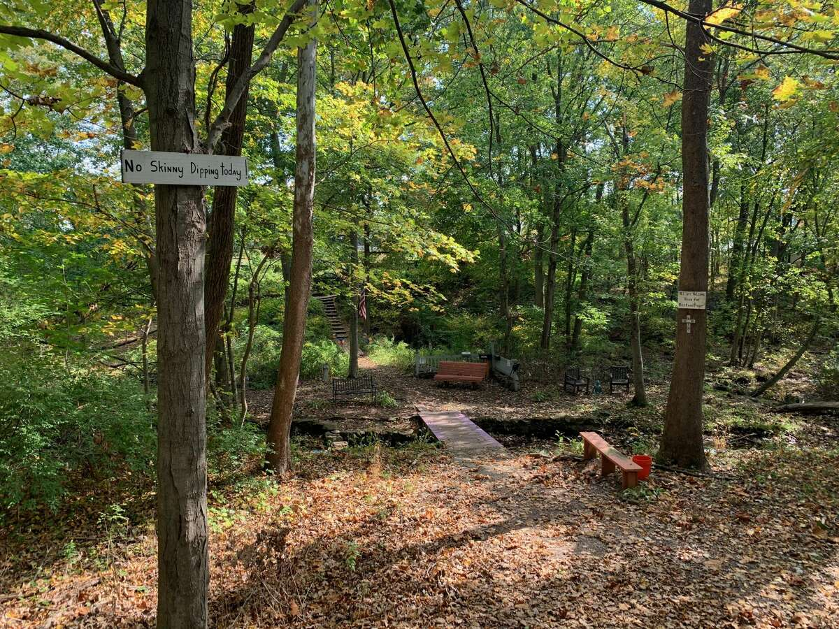 A private-but-open-to-the-public spot off the Farmington Canal Heritage Trail.