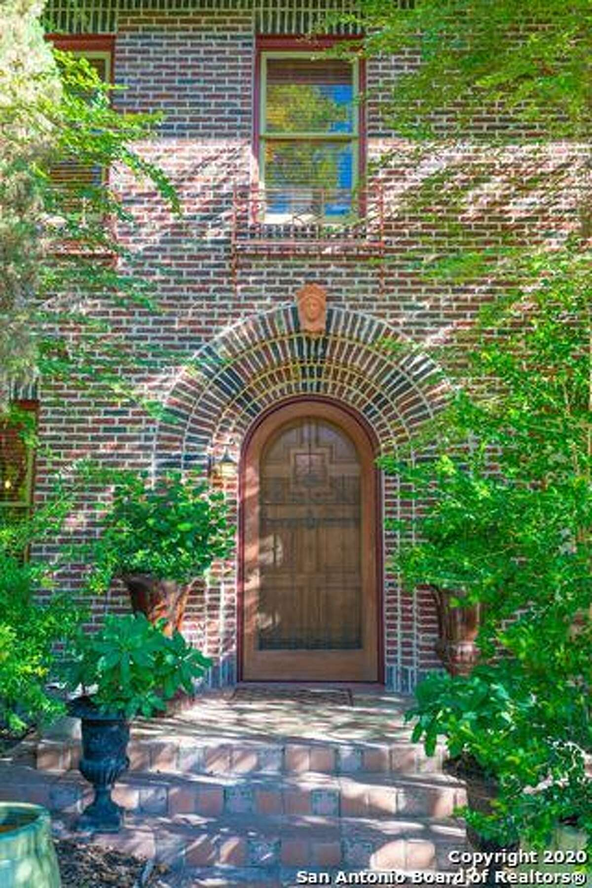 109 W. Elmsmere Place | $775,000