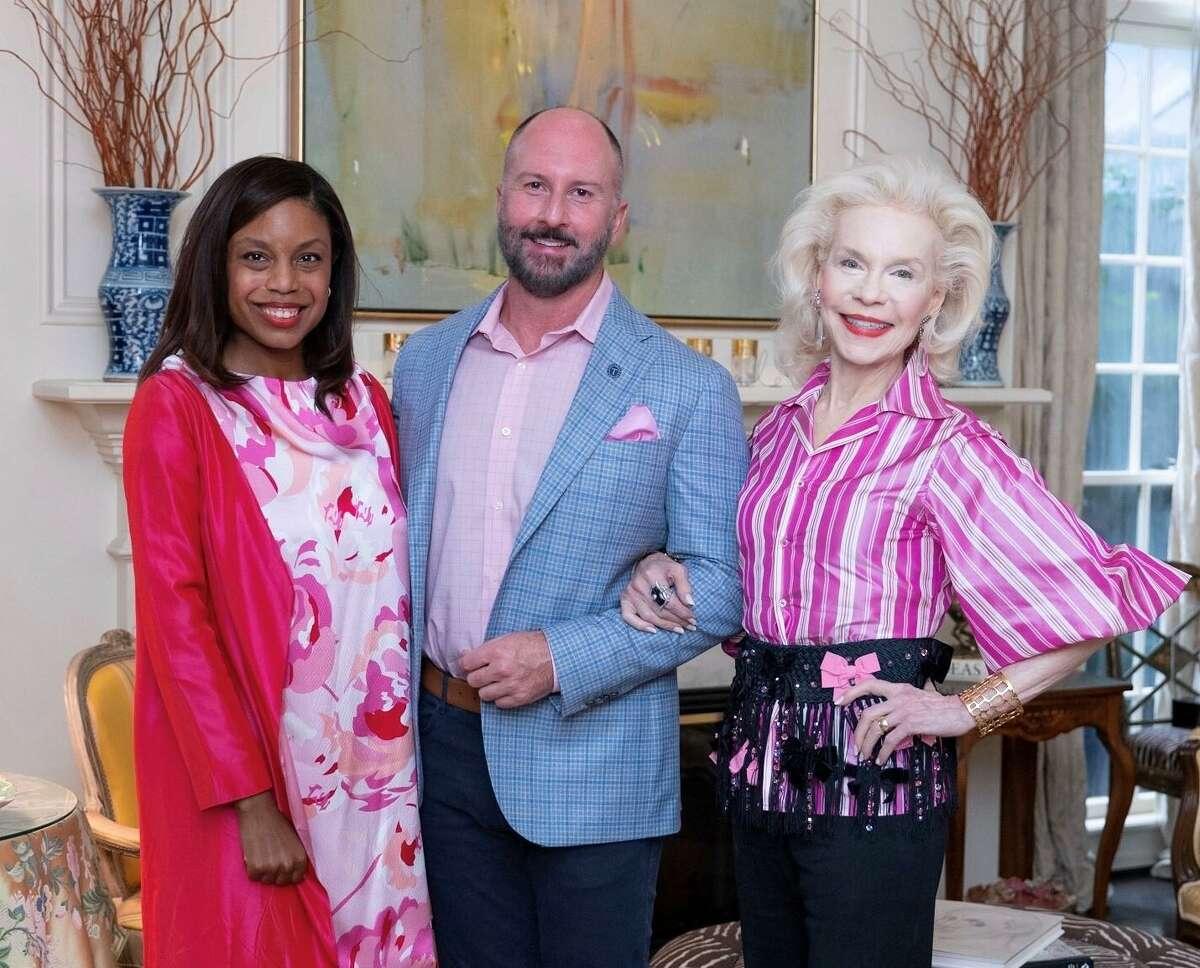 The Houston Chronicle's Amber Elliott with Razzle Dazzle Luncheon co-chairs Tony Bradfield and Lynn Wyatt.