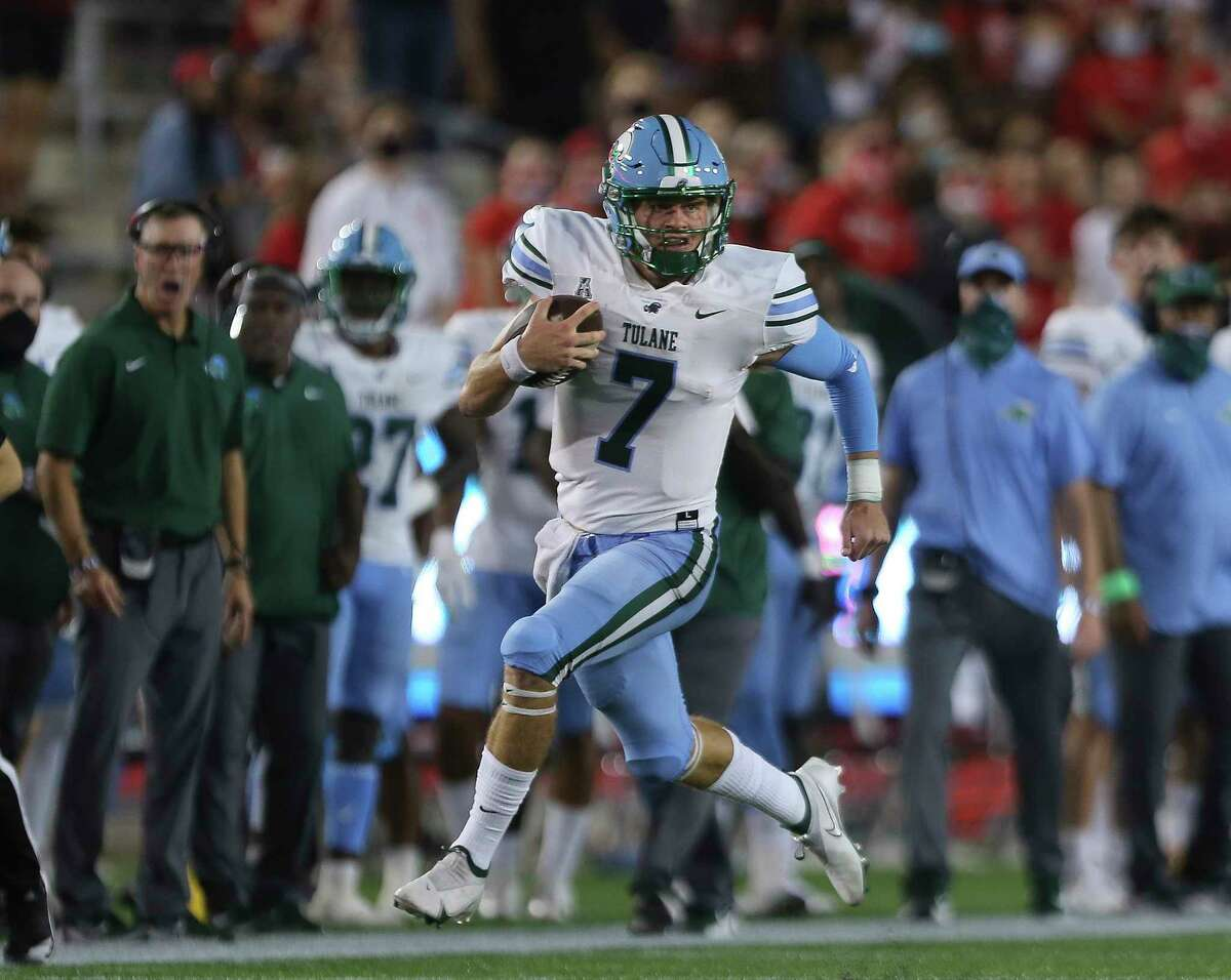 Tulane Green Wave quarterback Michael Pratt (7) runs the ball during the first quarter of a American Athletic Conference game against the Houston Cougars Thursday, Oct. 8, 2020, at TDECU Stadium in Houston.