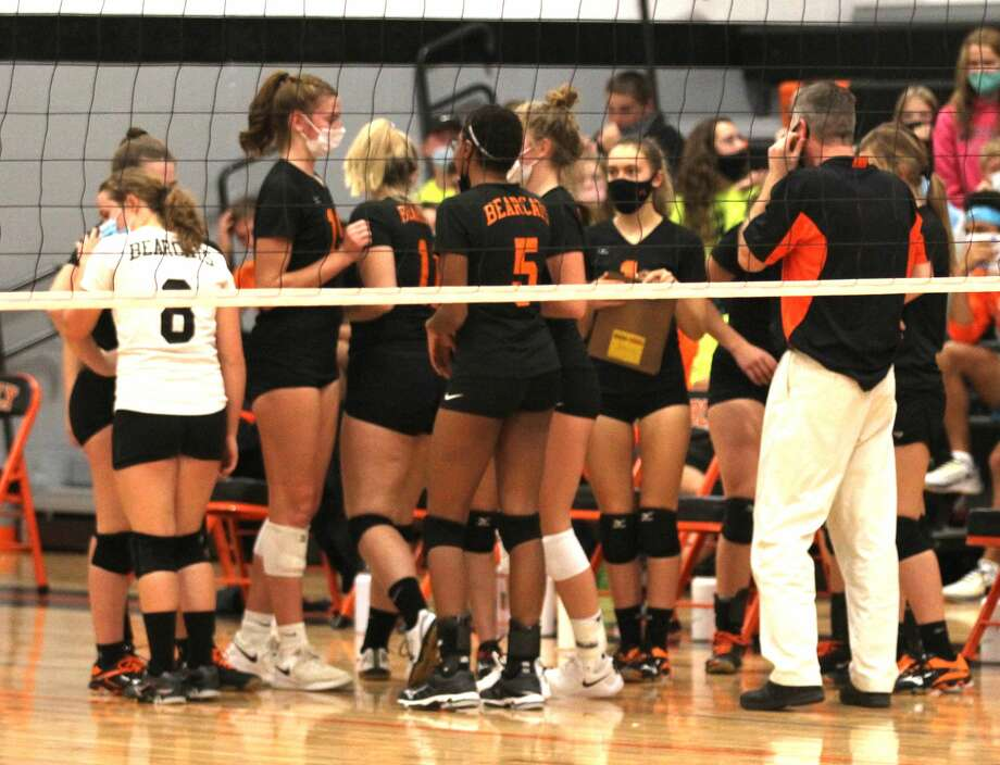 The Ubly varsity volleyball team lost a tough, five-set match to Brown City on Monday night, 20-25, 24-26, 25-13, 25-8, 10-15. Photo: Mark Birdsall/Huron Daily Tribune