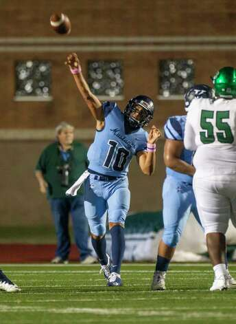 Kingwood quarterback Jonathan Mendoza throws a pass during a game between the Huntsville Hornets and the Kingwood Mustangs on Thursday, Oct. 8, 2020, at George Turner Stadium in Humble. Photo: Mark Mulligan, Staff Photographer / © 2020 Mark Mulligan / Houston Chronicle