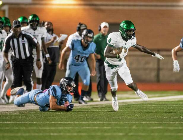 Huntsville's Jordan Woodberry runs during a game between the Huntsville Hornets and the Kingwood Mustangs on Thursday, Oct. 8, 2020, at George Turner Stadium in Humble. Photo: Mark Mulligan, Staff Photographer / © 2020 Mark Mulligan / Houston Chronicle