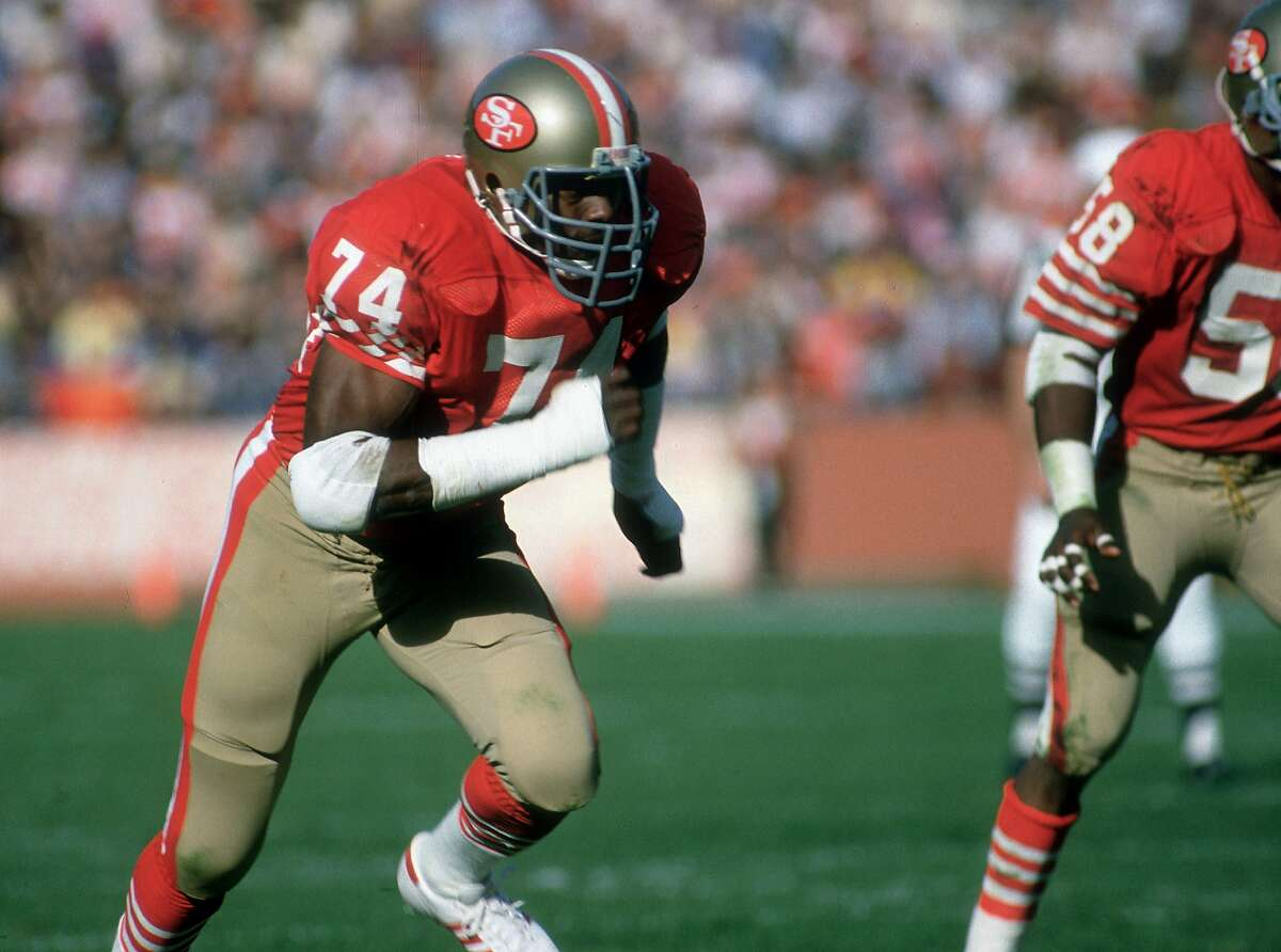 San Francisco defensive end Fred Dean (74) rushes from the right side. The 49ers defeated the Buccaneers 24-7 at Candlestick Park, San Francisco, CA on November 25, 1984.