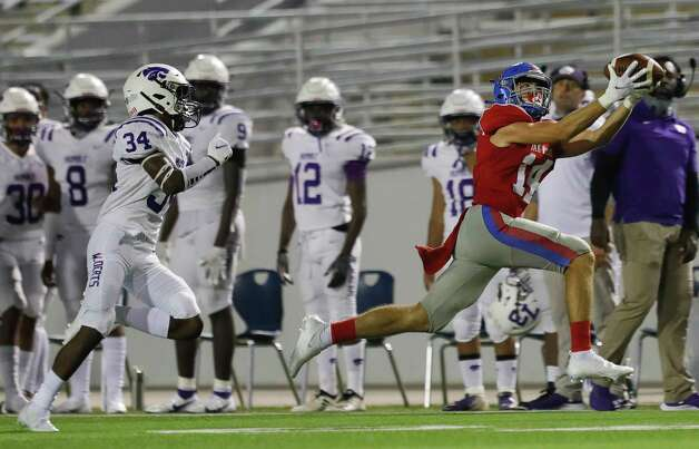 Oak Ridge wide receiver Landon Lightsey (14) catches a 34-yard pass during the third quarter of a non-district high school football game at Woodforest Bank Stadium, Thursday, Oct. 8, 2020, in Shenandoah. Photo: Jason Fochtman, Staff Photographer / 2020 © Houston Chronicle