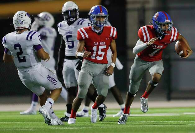 Oak Ridge defensive back Sammy Keith (7) returns the ball after an interception during the third quarter of a non-district high school football game at Woodforest Bank Stadium, Thursday, Oct. 8, 2020, in Shenandoah. Photo: Jason Fochtman, Staff Photographer / 2020 © Houston Chronicle