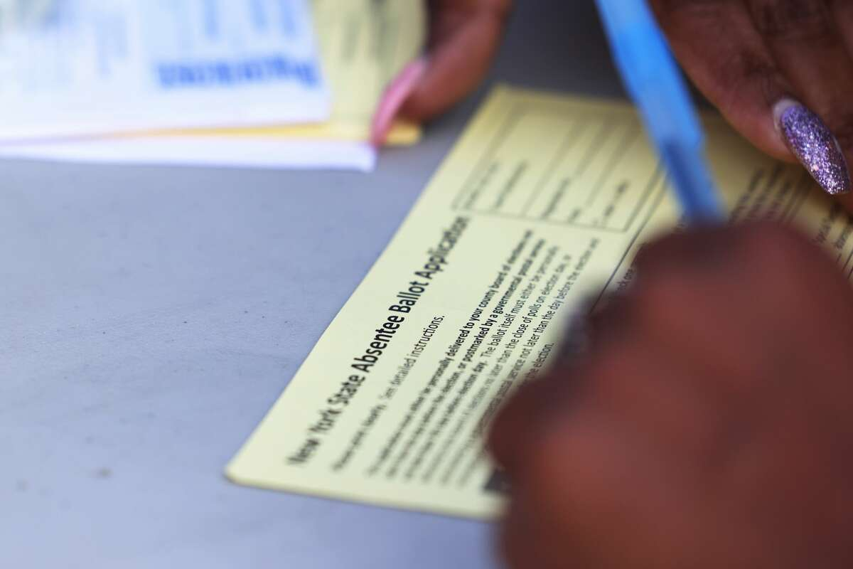 NEW YORK, NEW YORK - SEPTEMBER 22: Shamarie McDonald fills out an absentee voter registration form on September 22, 2020 in the Crown Heights neighborhood of the Brooklyn borough of New York City. (Photo by Michael M. Santiago/Getty Images)