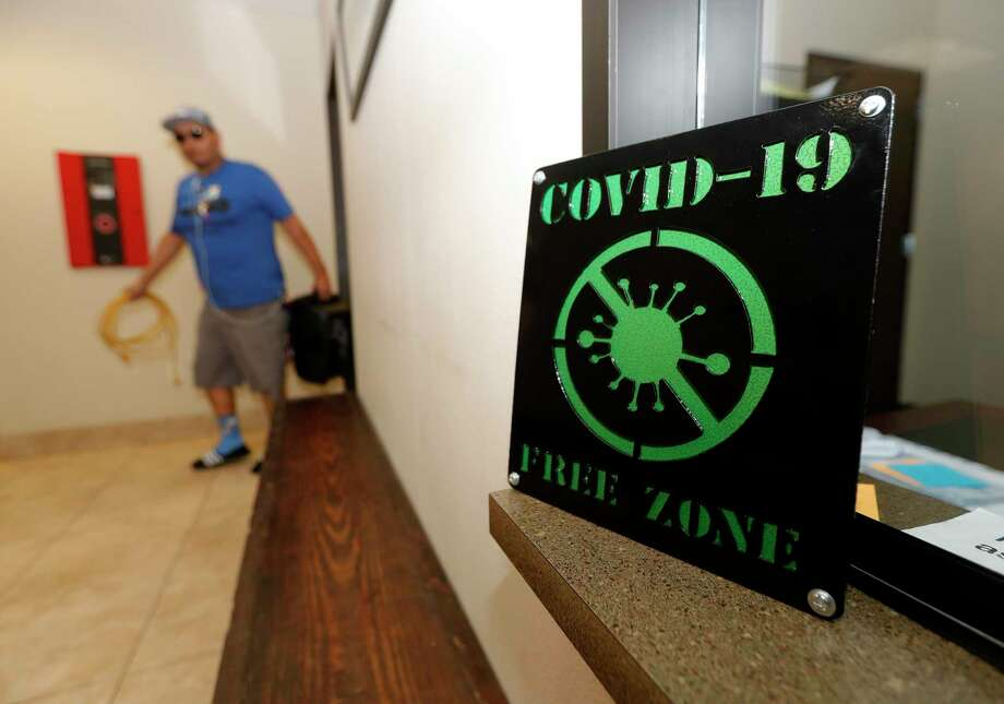 A COVID-19 sign is seen at Southern Star Brewing, Friday, April 3, 2020, in Conroe. Photo: Jason Fochtman, Houston Chronicle / Staff Photographer / 2020 © Houston Chronicle