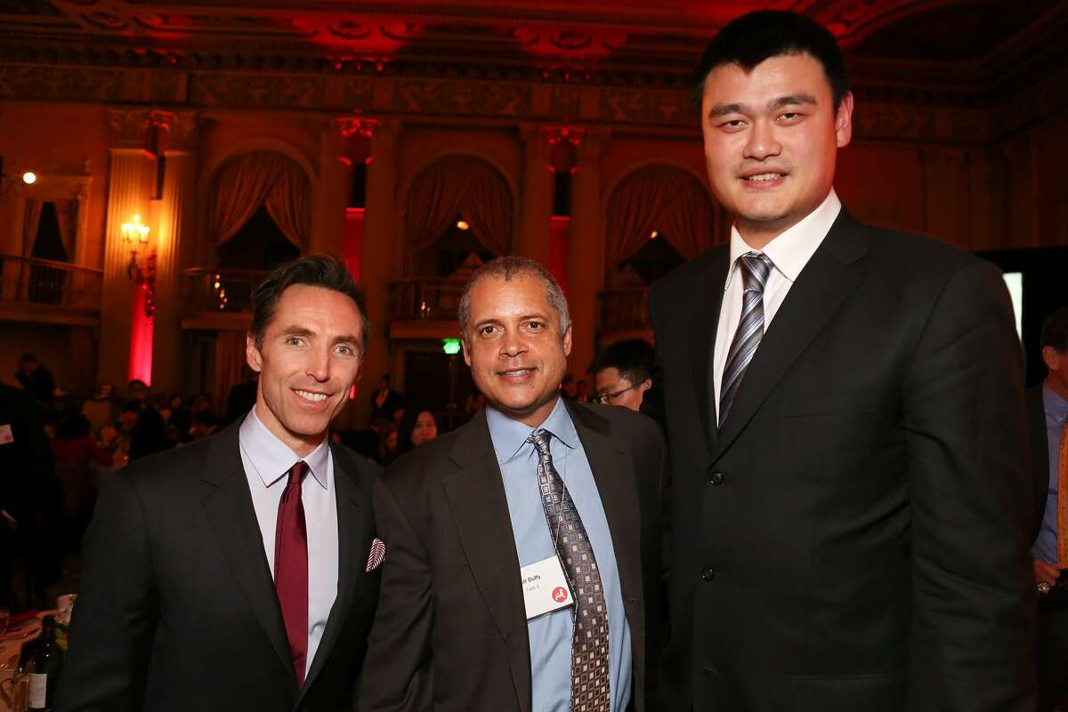 From left, Steve Nash, LA Laker; Bill Duffy, chairman of BDA Sports; and Yao Ming, honored as