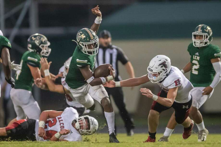 LC-M's Damarion Morris (7) evades a tackle for extra yards on a kick return in the first half. The Battlin' Bears of Little Cypress-Mauriceville took on the Falcons of Huffman Hargrave at LC-M on Thursday night. Photo made on October 08, 2020. Fran Ruchalski/The Enterprise Photo: Fran Ruchalski, The Enterprise / The Enterprise / © 2020 The Beaumont Enterprise