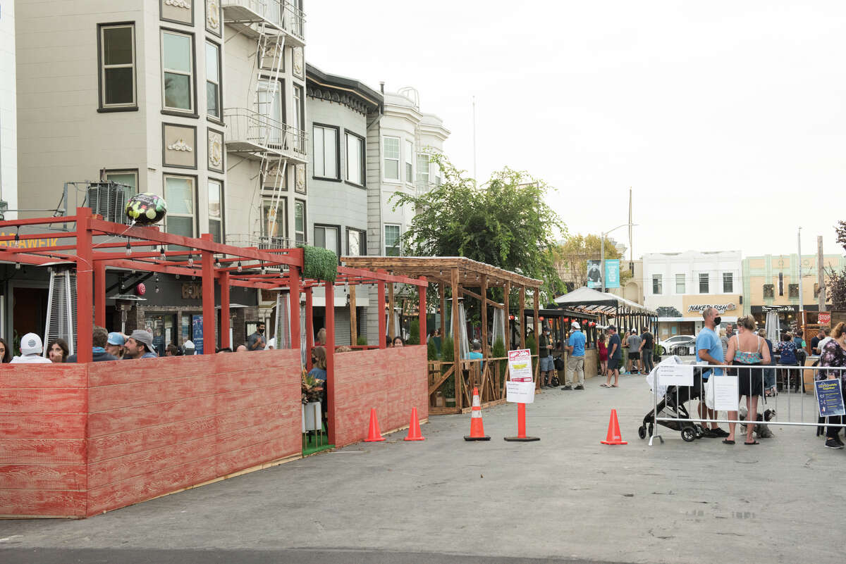 Steiner St. (between Chestnut and Lombard) was closed to traffic to allow for the influx of pedestrians.