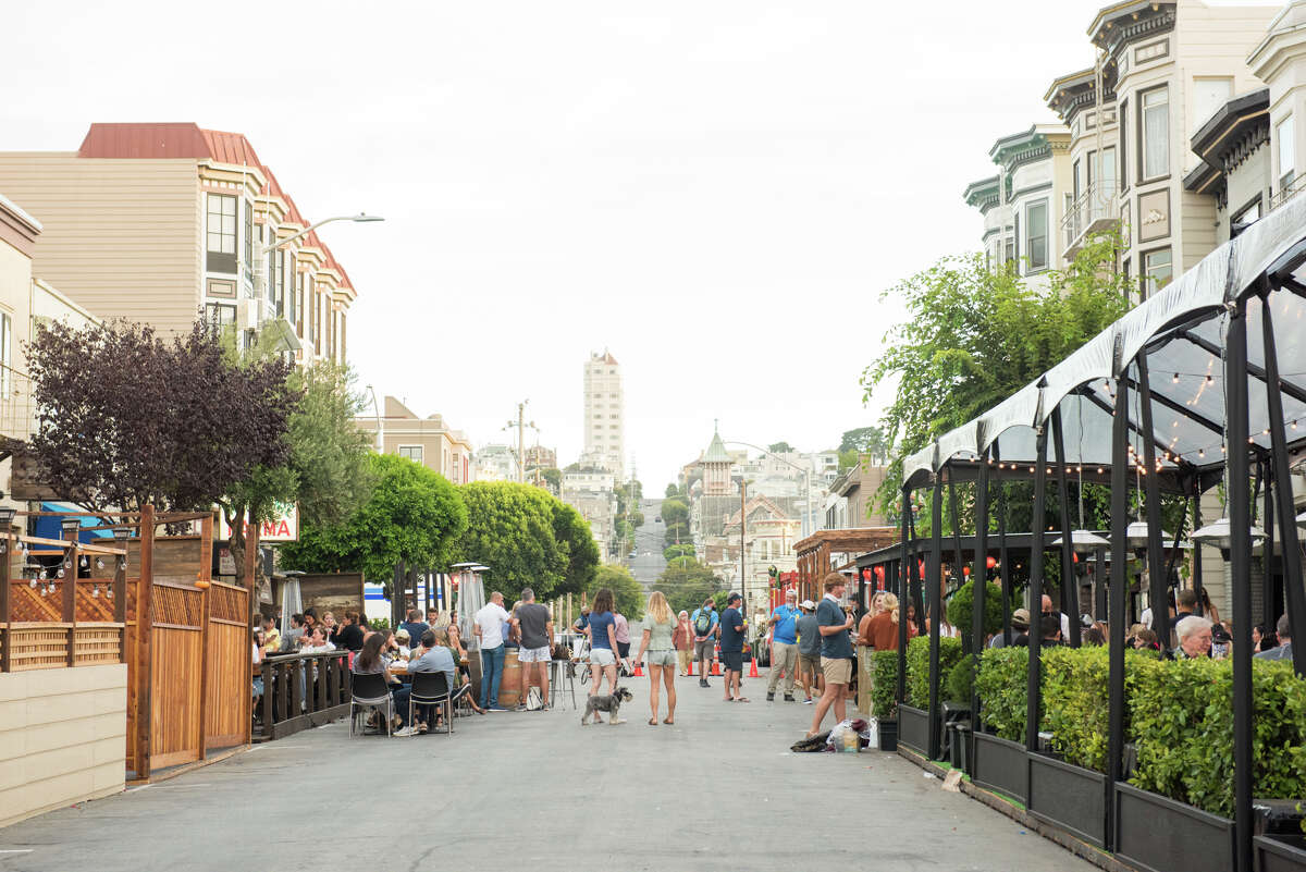 Steiner St. (between Chestnut and Lombard) was closed to traffic to allow for the influx of pedestrians.Dining for Marina restaurants has for the most part moved outdoors and onto the streets.